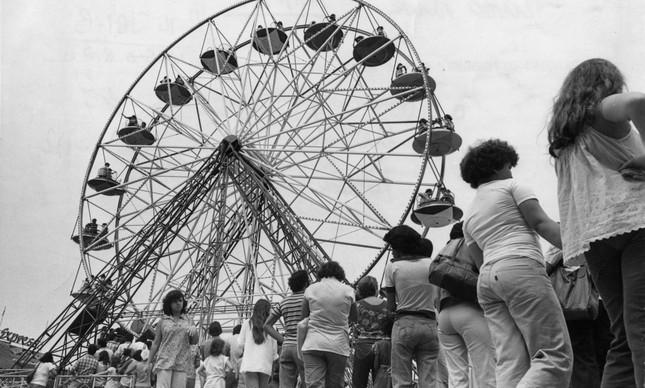 Fila para a roda-gigante do Tivoli Park, em 7 de setembro de 1978