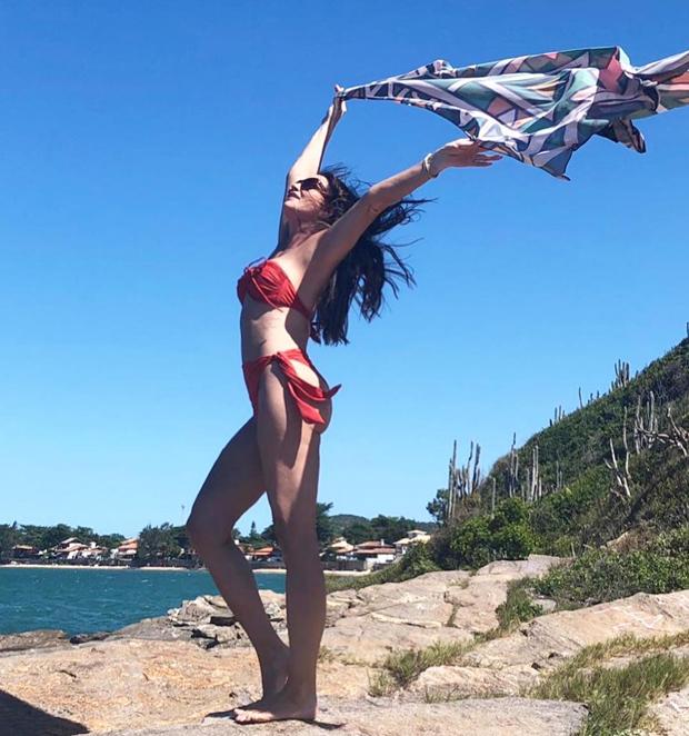 Luiza Brunet curte praia em Buzios (Foto: Reprodução/Instagram)