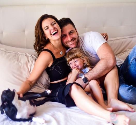 Renata Del Bianco, o marido e a filha (Foto: Reprodução Instagram)