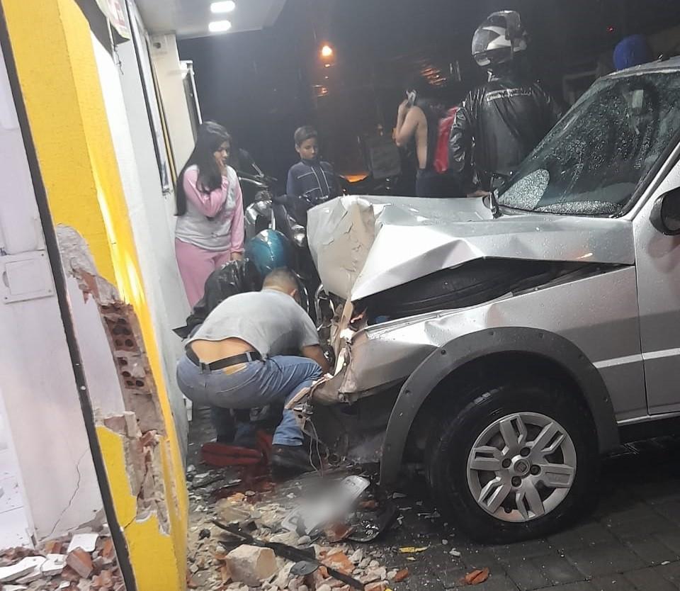 PM fica ferido ao ser atropelado na calçada por motorista embriagado em São José dos Pinhais, diz polícia