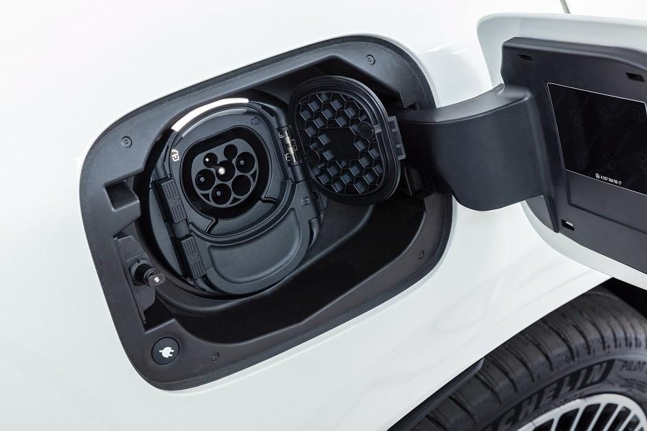 Mercedes-Benz EQC 400 4MATIC, (BR N293) / designo Diamantweiß bright / Exterior: AMG Line  / Interior: AMG Line / Der neue Mercedes-Benz EQC - der erste Mercedes-Benz der Produkt- und Technologiemarke EQ. Mit seinem nahtlosen klaren Design ist der EQC ein (Foto:  )