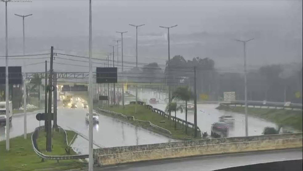 Distrito Federal amanhece com chuva nesta quinta-feira (19) — Foto: TV Globo/Reprodução