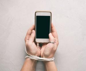 Nomofobia: como a ansiedade de estar longe do celular é um problema social e individual