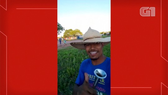 'Amo meu trabalho', diz jovem que vende picolés cantando para atrair clientes em MS