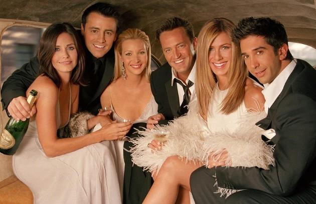Na última temporada da série, em 2004, Courteney já tinha um corte mais moderno, sem franja (Foto: Divulgação)