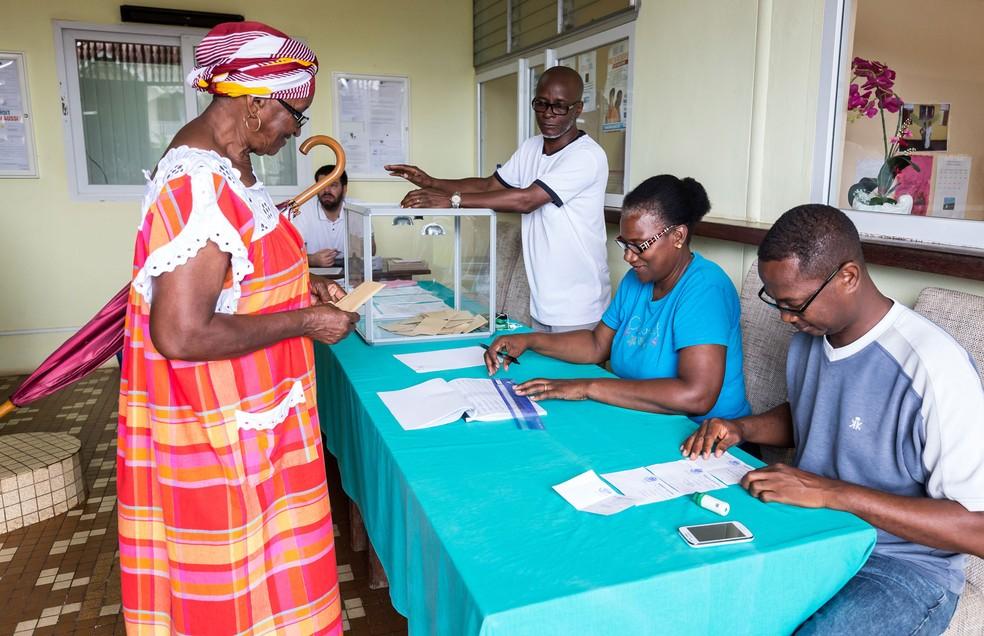 Votação também já começou em Iracoubo, na Guiana Francesa  — Foto: Jody Amiet/AFP