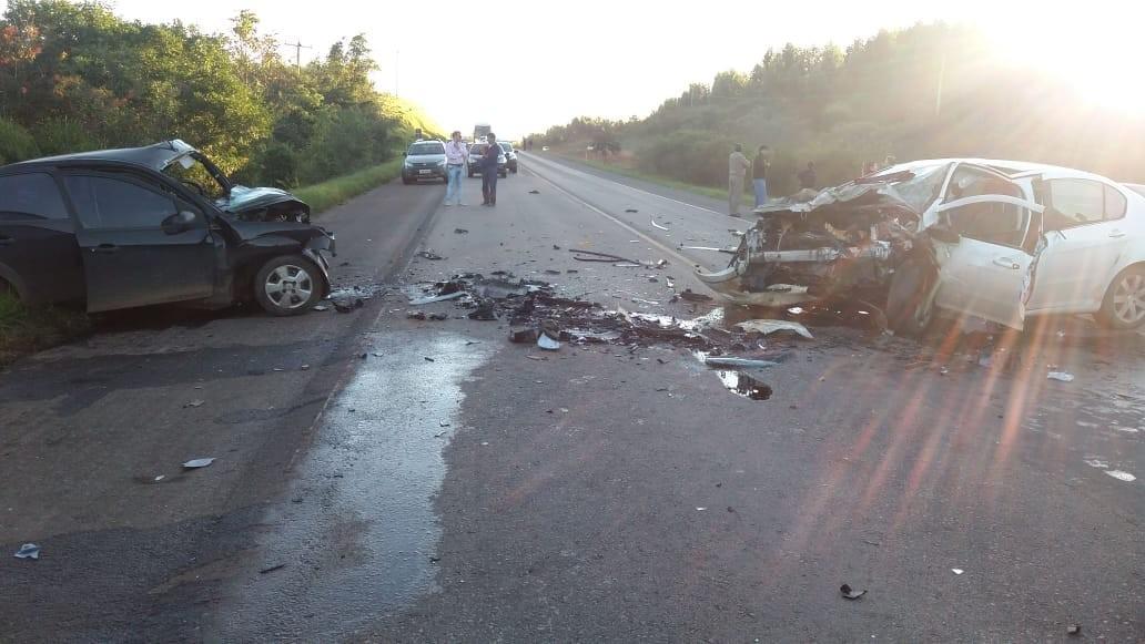 Colisão frontal entre dois carros causa morte na BR-290, em Arroio dos Ratos