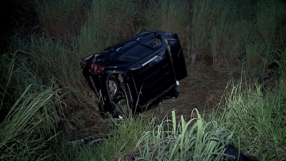 Carro ocupado pelo motorista que causou o acidente — Foto: Reprodução/TV Integração