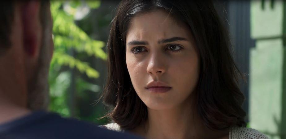 Laila detona Helena diante de Elias: 'Está acabando com nossa família'