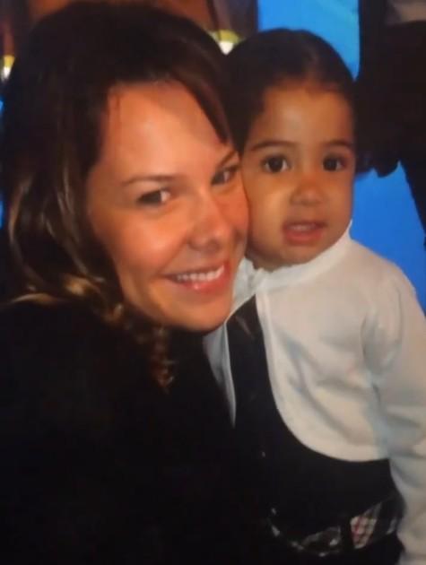 Fernanda Souza com Alícia, filha de Samara Felippo (Foto: Reprodução)