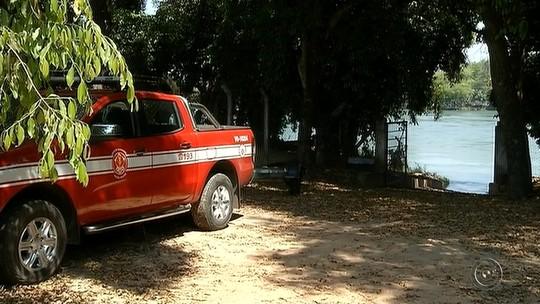 Bombeiros encontram corpo de jovem que se afogou no Rio Paranapanema
