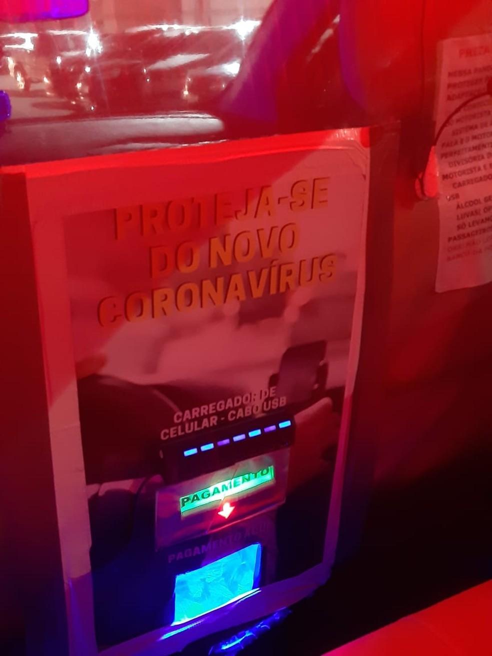 Local para depositar dinheiro, entradas USB são algumas adaptações feitas por Marcelo — Foto: Arquivo pessoal