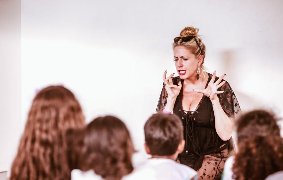 Dupladora conversou com crianças durante o Fest Bossa e Jazz — Foto: Brunno Martins