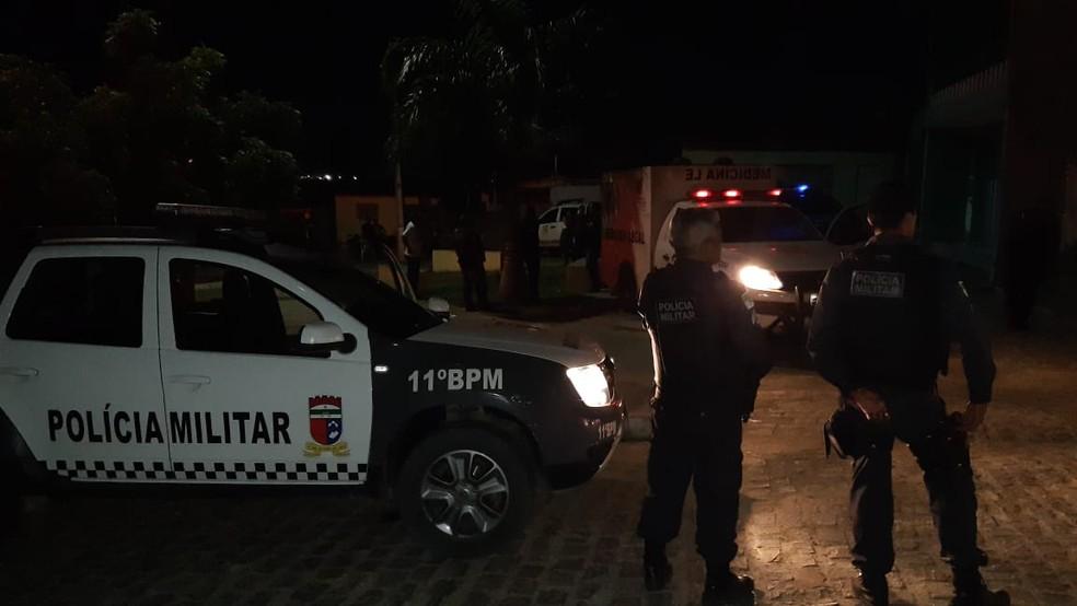 Polícia Militar e agentes do Itep foram ao local do crime — Foto: Sérgio Henrique Santos/Inter TV Cabugi