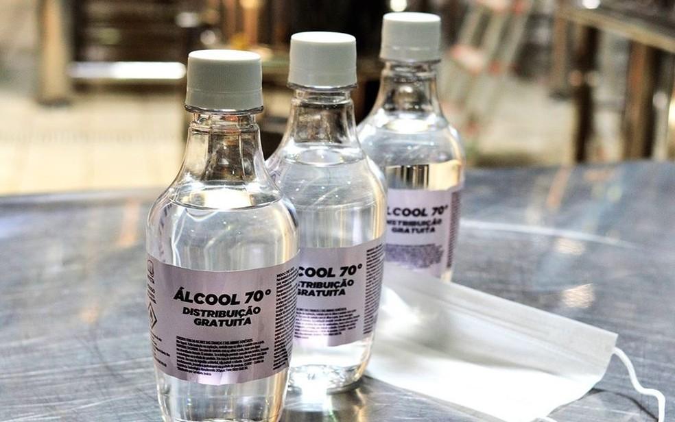Hospitais precisam de doações de produtos, como álcool 70%  — Foto: Facebook/Reprodução