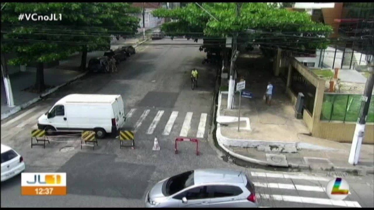 Trecho da travessa Mauriti é interditado para instalação de passarela em um hospital, em Belém - G1