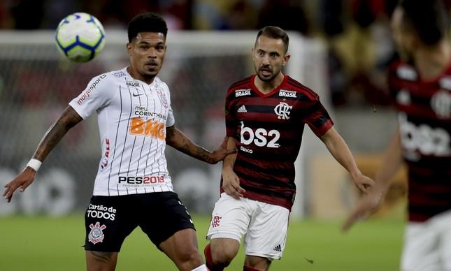 Flamengo e Corinthians se enfrentam neste domingo, pelo Brasileiro