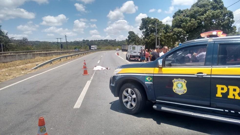 Suicídio aconteceu na manhã desta terça (2) na BR-101, na entrada da cidade de Goianinha   — Foto: PRF/Divulgação