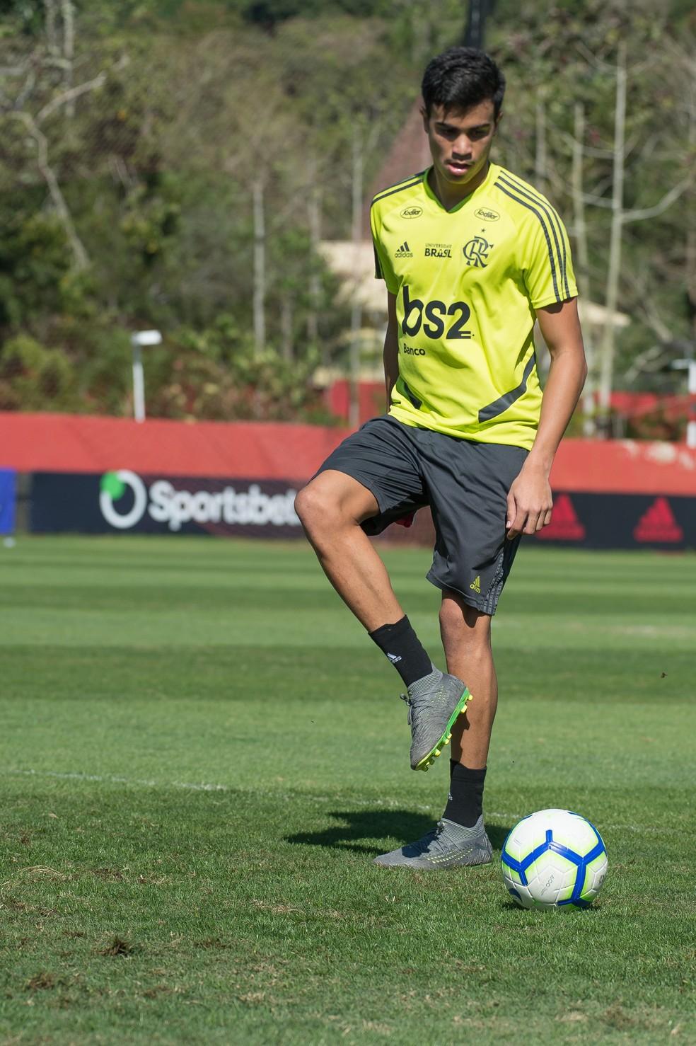 Reinier foi integrado ao elenco profissional e é cobiçado na Europa — Foto: Alexandre Vidal/Flamengo
