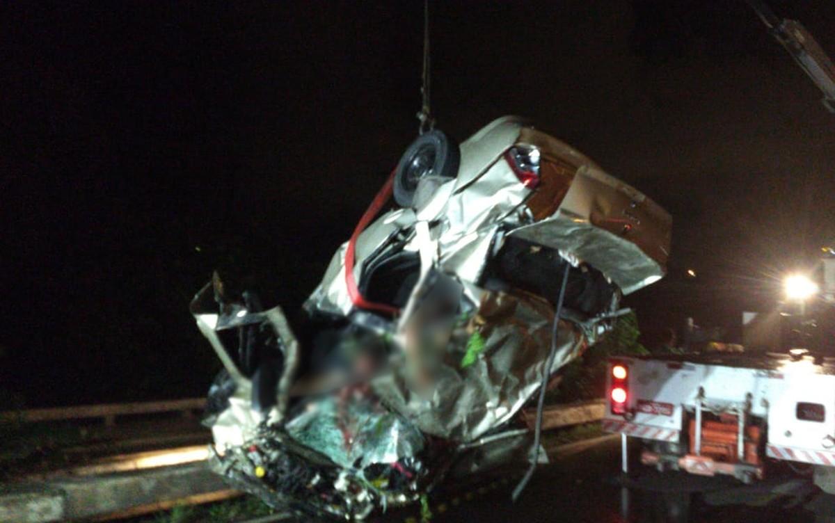 Resultado de imagem para imagens de Cinco pessoas morreram em um capotamento na BR-101, na altura do bairro de Jardim Paulista,