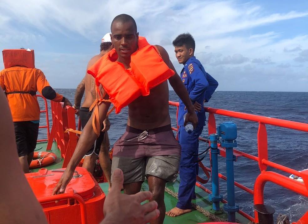 Capixaba Lucas Medeiros está entre os sobreviventes do naufrágio do barco Alyssa, no mar da Indonésia, nesta sexta-feira (Foto: Arquivo Pessoal)