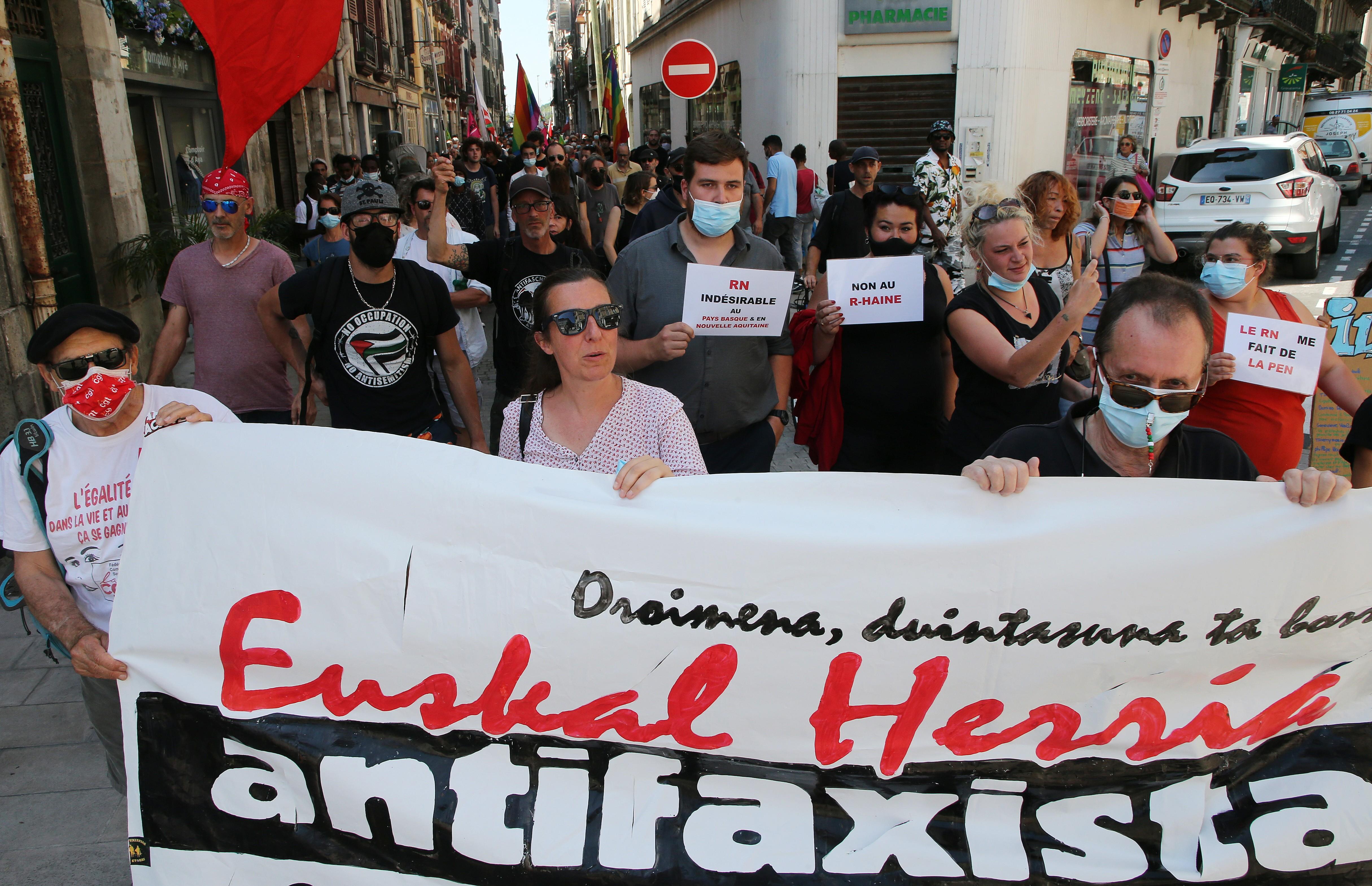 Manifestantes marcham contra extrema direita na França
