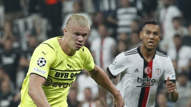 Haaland é acompanhado pelo brasileiro Souza em Besiktas x Borussia Dortmund