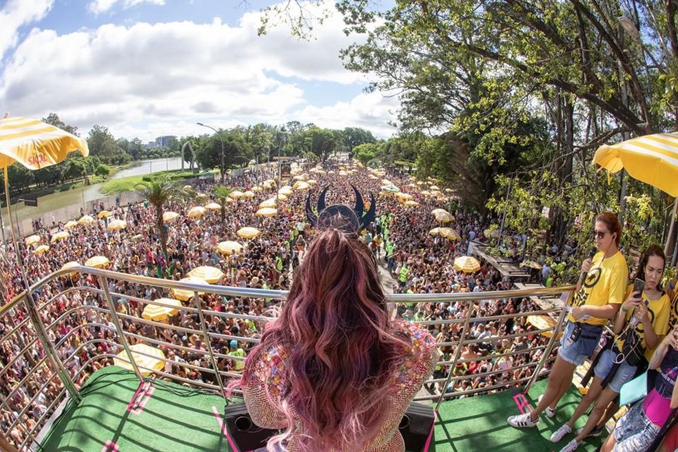 """A cantora Preta Gil arrasta foliões em São Paulo durante o desfile do """"Bloco da Preta"""", no Obelisco do Ibirapuera. — Foto: Divulgação"""