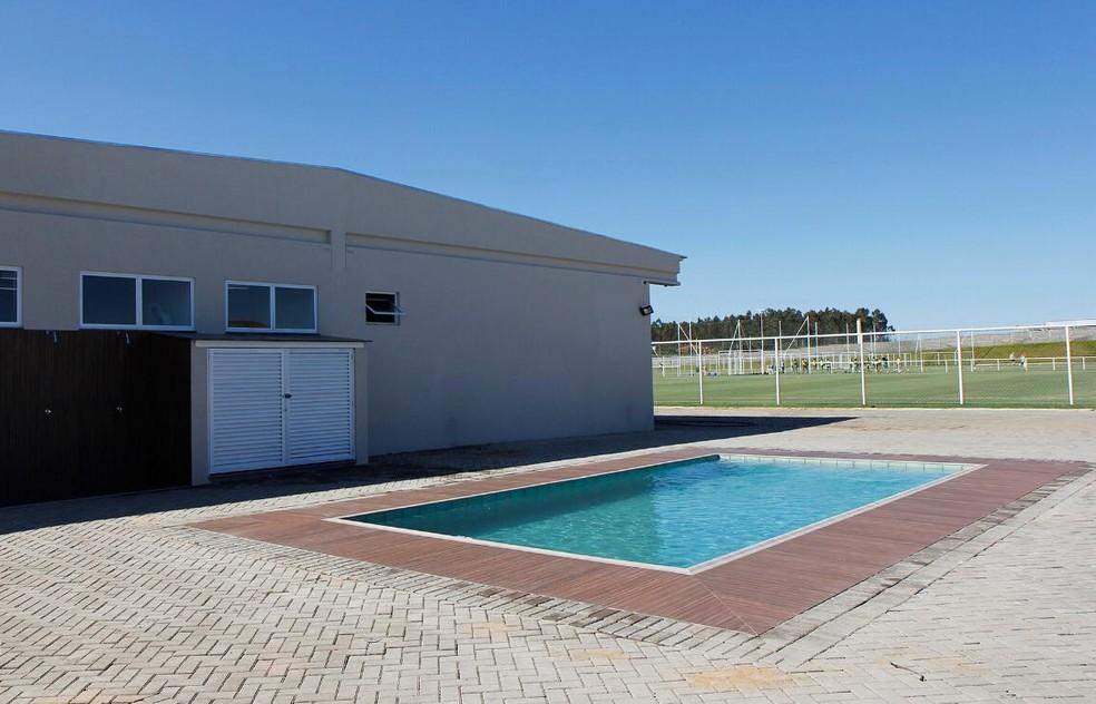 Uma piscina foi construída — Foto: Rodrigo Corsi / FPF