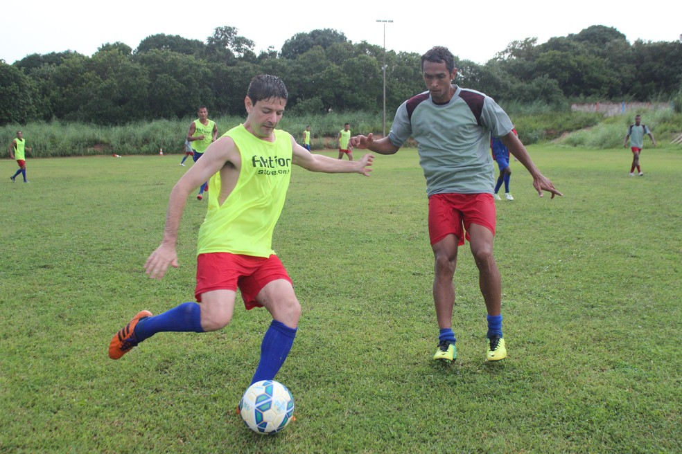 Jeová Júnior tem contrato regularizado pelo Piauí no BID (Foto: Emanuele Madeira/GloboEsporte.com)