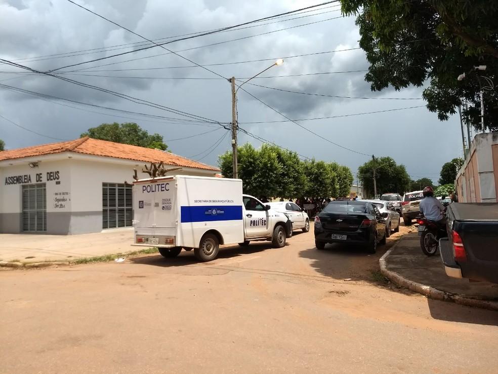 Crime ocorreu no Bairro Pirinéu, em Várzea Grande (Foto: Américo Neponuceno/ TVCA)