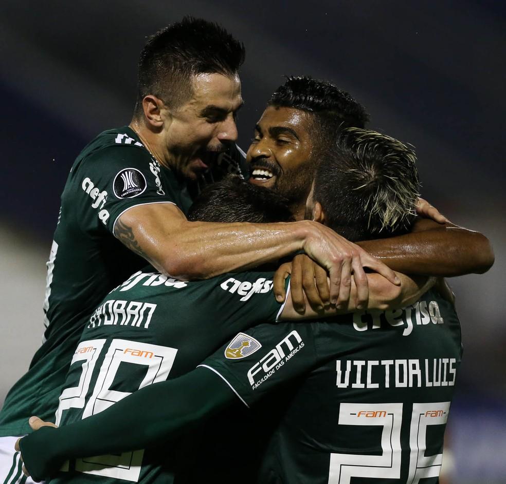 4947b540a ... Jogadores do Palmeiras comemoram gol de Hyoran — Foto: Cesar Greco/Ag.  Palmeiras