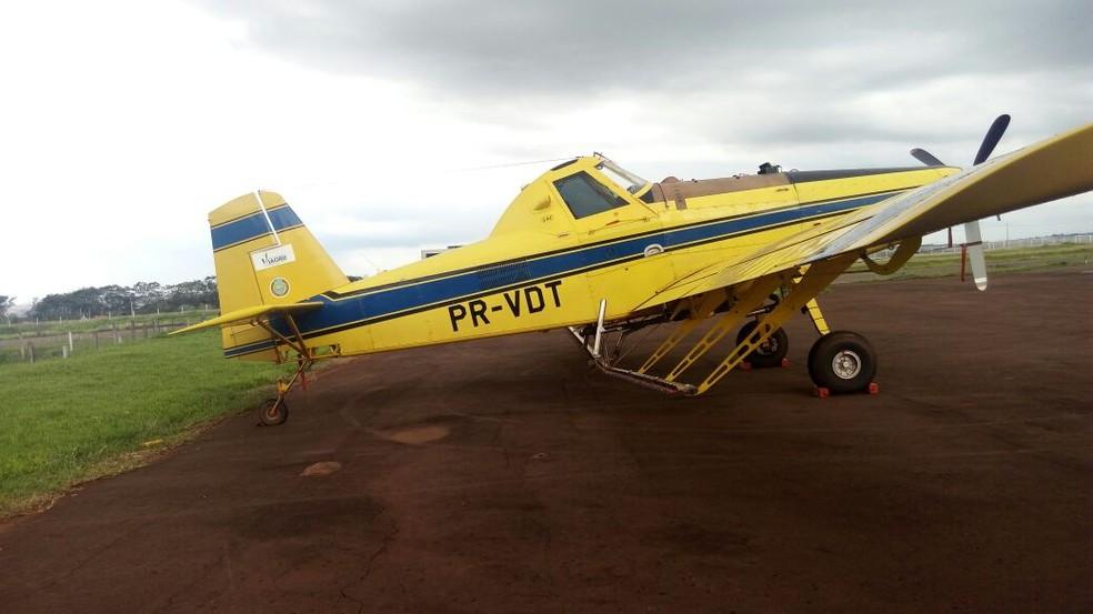 Quatro aeronaves agrícolas foram apreendidas no Aeroporto 14 Bis, de Londrina, no norte do Paraná. (Foto: Fábio Silveira/RPC)