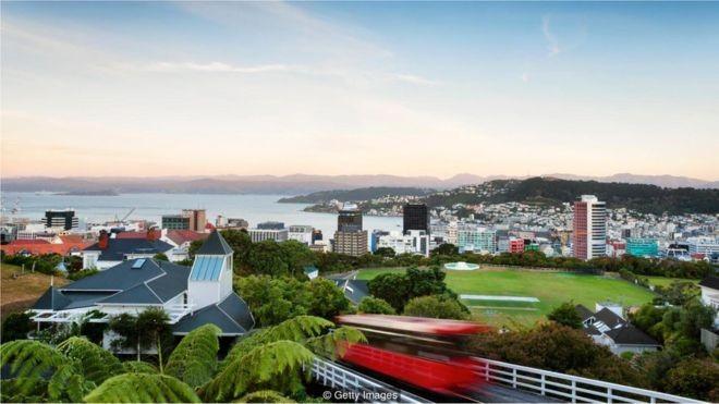 A pesquisa mostra que áreas verdes são boas para moradores urbanos, o que é uma boa notícia para moradores de Wellington, Nova Zelândia (Foto: Getty Images via BBC)