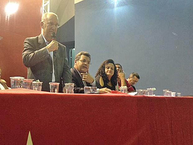 Rui Falcão participa de evento com militantes petistas (Foto: Roney Domingos / G1)