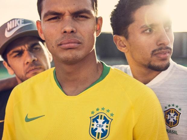 Dani Alves, Thiago Silva e Marquinhos com novos itens da Seleção Brasileira (Foto: reprodução)