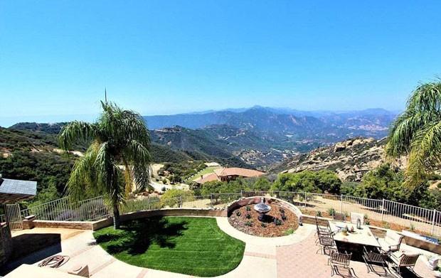 Vista da casa que tem formato de pirâmide, localizada em Malibu, na Califórnia (Foto: Coldwell Banker/ TNI Press)