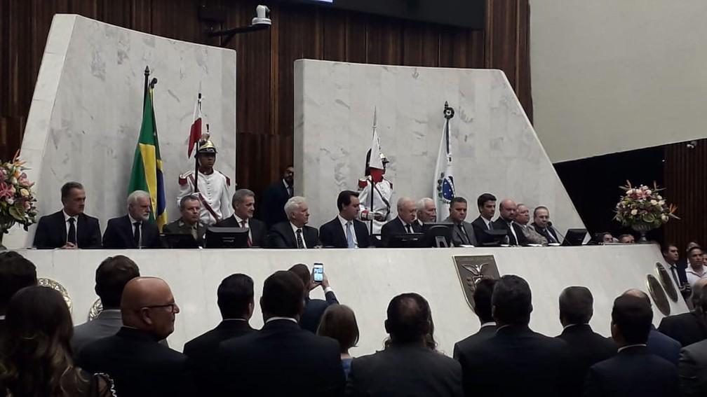 Cinquenta e quatro deputados estaduais tomaram posse para 19ª legislatura paranaense na tarde desta sexta-feira (1º) — Foto: Bronson Almeida/RPC