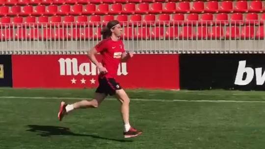 Filipe Luís avança em recuperação e deve treinar com bola em uma semana