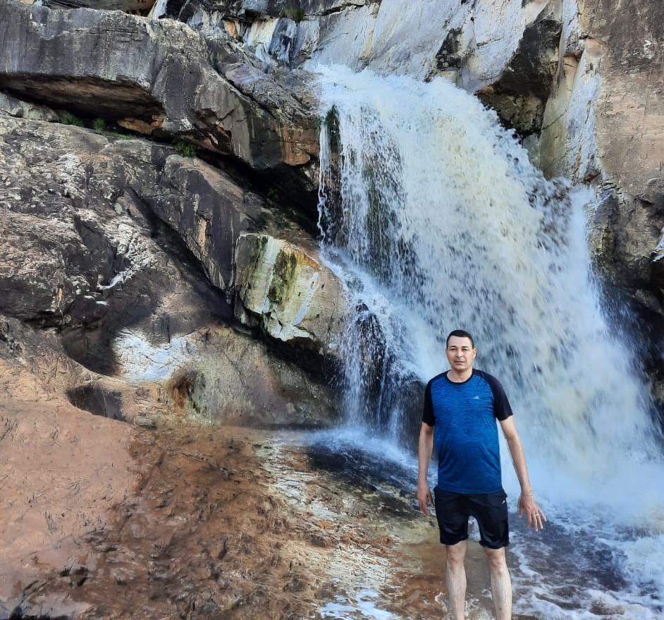 Corpo de padre que morreu após cair em cachoeira é velado em Bocaiuva