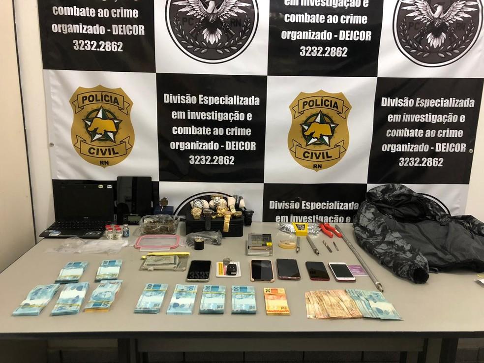 Material apreendido pela polícia — Foto: Douglas Lemos/Inter TV Cabugi