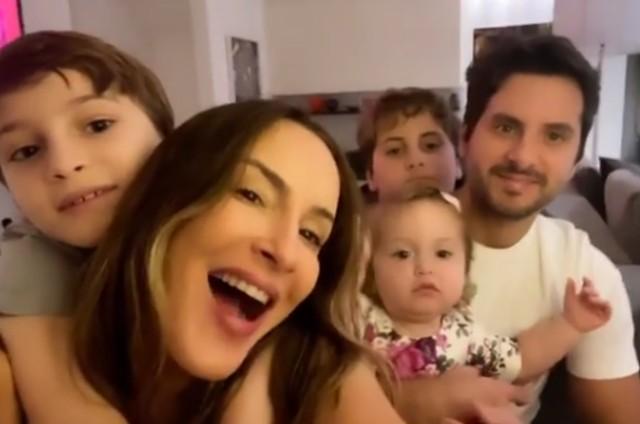 Claudia Leitte com a família (Foto: Reprodução)