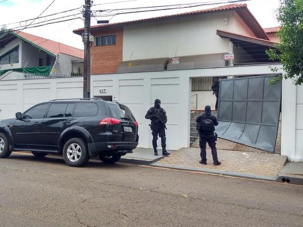 Carne Fraca: mandados sendo cumpridos em Londrina (Foto: Dionisio Mathias/RPC)