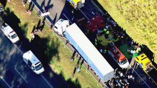 Turistas de SP trocaram de ônibus antes de acidente que matou motorista na Régis, diz parente de vítima