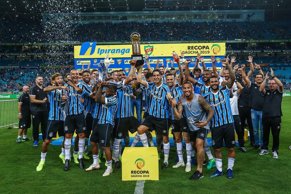 Elenco do Grêmio comemora conquista da Recopa — Foto: Lucas Uebel/Divulgação Grêmio