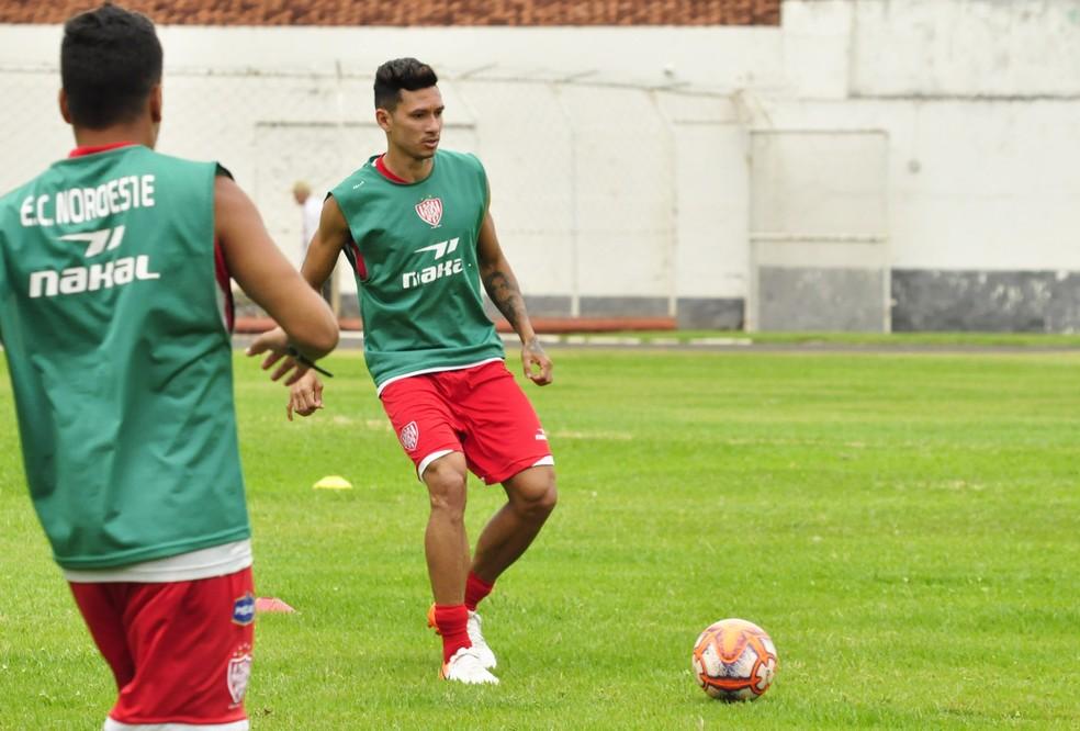 Rogério Maranhão já treina com o elenco do Noroeste — Foto: Bruno Freitas/Noroeste