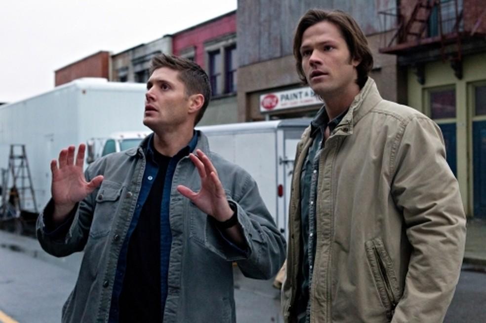 Jensen Ackles e Jared Padalecki em cena de 'O erro francês', episódio de 'Supernatural' — Foto: Divulgação