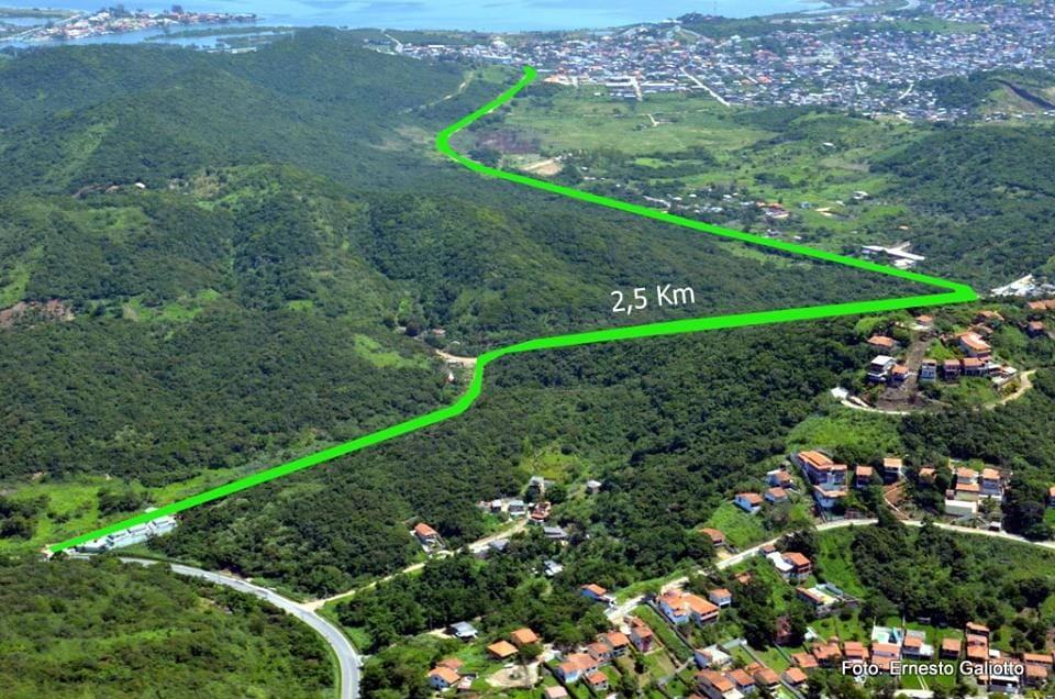 A Estrada do Nelore, que, sem pavimentação, liga Arraial, Cabo Frio e Búzios