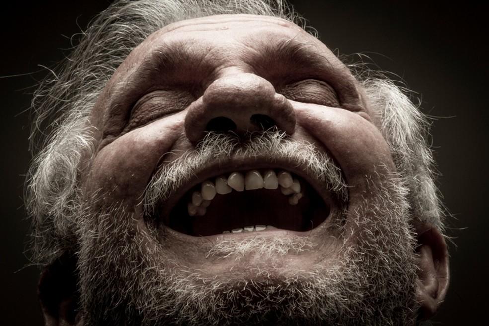 Exposição Condenados à Vida fala sobre os 70 anos do escritor Raimundo Carrero  — Foto: Heudes Régis/Divulgação