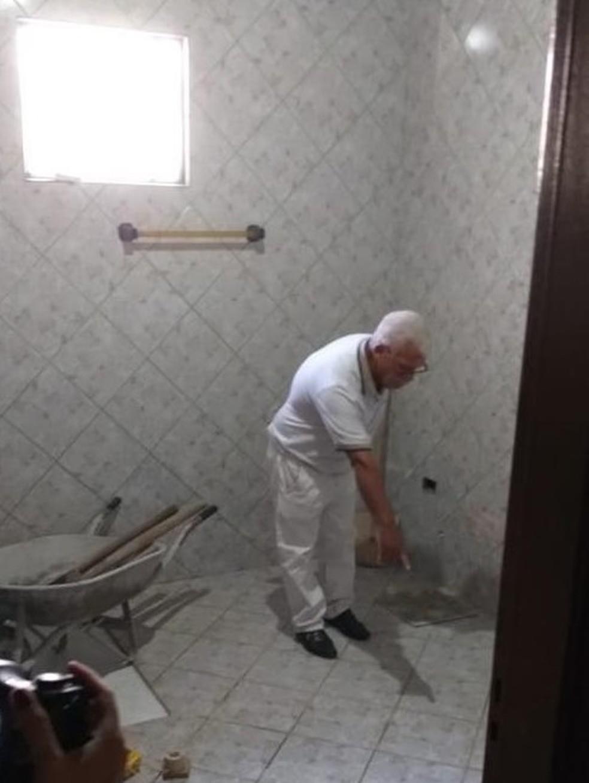 Jairo mostrou à polícia local onde enterro a ex-mulher — Foto: Divulgação
